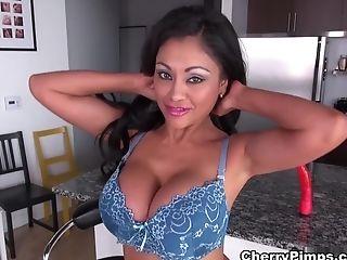 Grote Kont, Grote Tieten, Dildo, Latina, Masturbatie, Pornoster, Priya Rai, Seksspeeltjes, Solo,